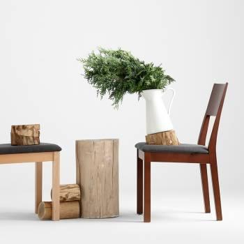 Lot de 2 chaises en bois teint� � l'assise recouvertes de tissu