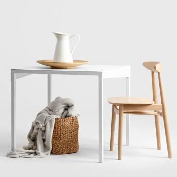 Lot de chaises en bois de style scandinave de hauteur totale 80 cm